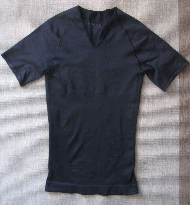 zoned performance undershirt in black/navy