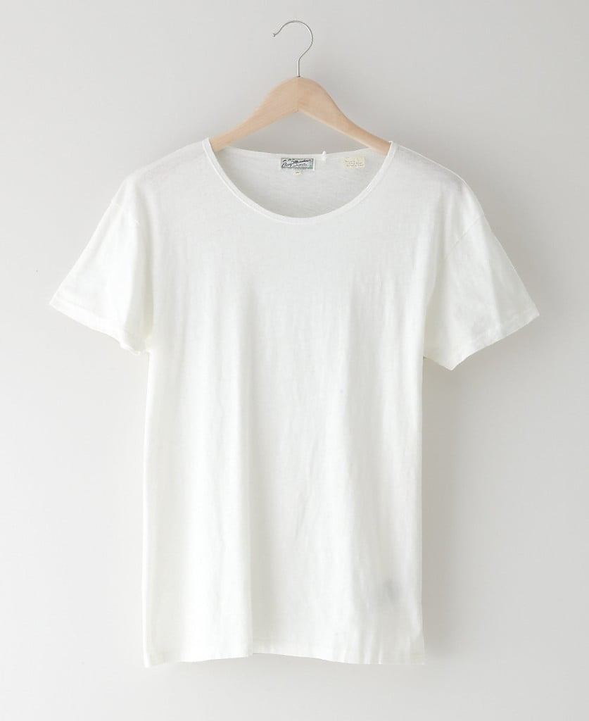 "This tee was originally designed as an underwear garment for the Levi's® ""Bay Meadows"" children's line of the 1930s and was most likely named after a San Francisco area racetrack. The Levi's® Vintage Clothing Bay Meadows Tee is a simple relaxed fit shirt with a slightly wider neckline due to the absence of a rib. It's constructed from a stubby, textured 100% cotton jersey and features the original Bay Meadows racing horse-themed"