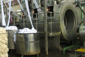 knit dyeing machines processing fabric