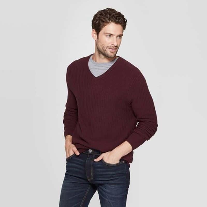 Wear a contrasting color crew neck shirt under v-neck sweater